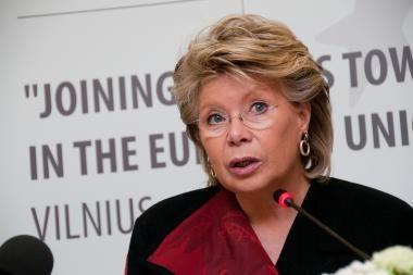 Eurokomisarė: per penkerius metus moterų vadovių versle turi padidėti bent tris kartus