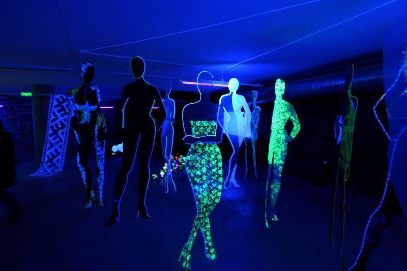 """Kauno bienalė """"Tekstilė"""": """"Žalgirio"""" arenoje – žaidimai su šviesa"""