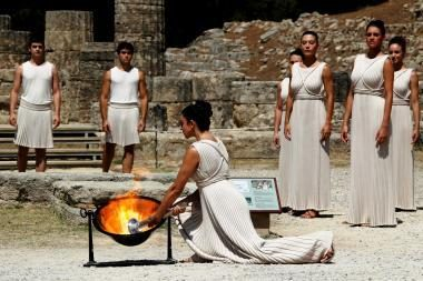 Įžiebta jaunimo olimpinių žaidynių ugnis