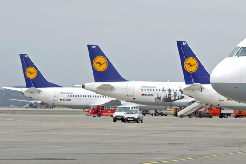 """Dėl darbuotojų streiko """"Lufthansa"""" atšaukė 700 skrydžių"""