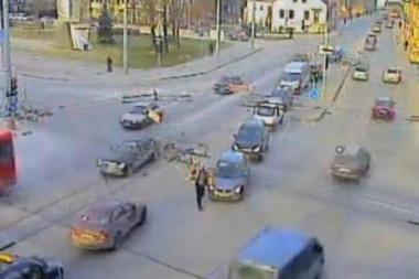 Policijos dienos vaizdelis: judrios Vilniaus sankryžos eismo