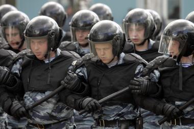 OMON pareigūnai: mes verčiami uždarbiauti, saugoti nusikaltėlius ir prostitutes