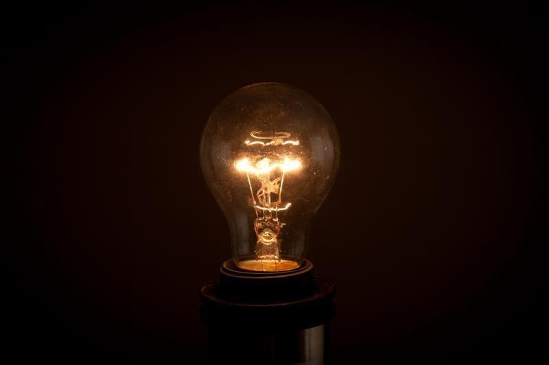 """Laiko kapsulė: 100 metų """"Edisono lemputė"""" tebešviečia dar vis"""