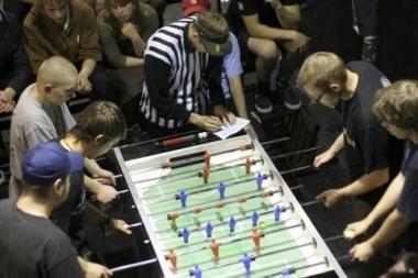 Stalo futbolo sutraukė daugiau nei 30 entuziastų