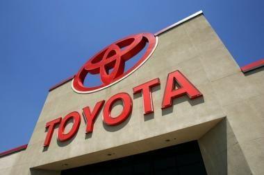 """Rugpjūtį perkamiausi - """"Toyota"""