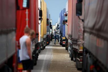 Dėl karščių gali būti ribojamas sunkiasvorio transporto eismas