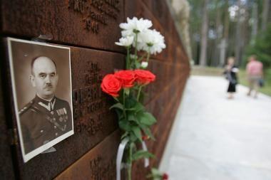 Katynės žudynių aukų artimieji nereikalaus kompensacijų iš Rusijos