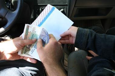 Atmestas buvusios Klaipėdos valdininkės, kuri neblaivi įvažiavo į tvorą ir bandė papirkti pareigūnus, skundas