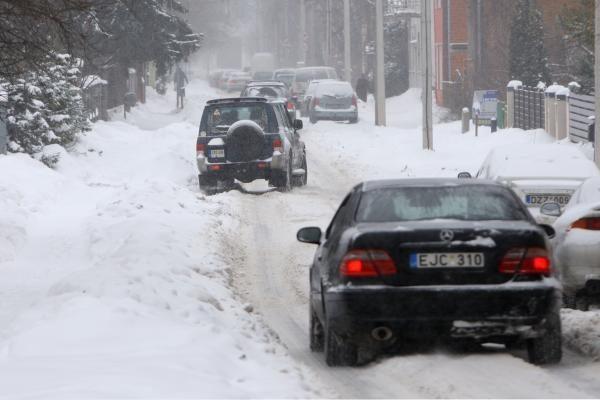 Kaune eismo sąlygos sudėtingos (dar papildyta)