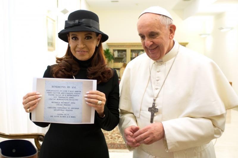 Argentinos prezidentė prašo popiežiaus užtarimo dėl Folklando salų