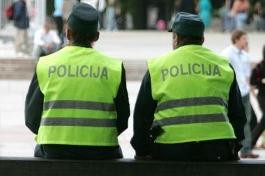 Girta vairuotoja apkandžiojo policininką
