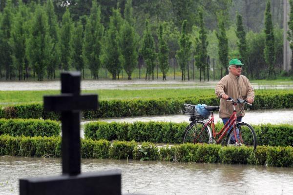 Nukentėjusiems nuo potvynio lenkams ištiesta pagalbos ranka