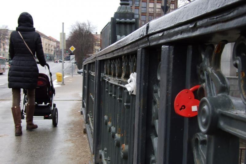 Ant Klaipėdos Biržos tilto vėl kabinamos spynos