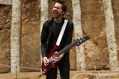 """Gitaristo P.Gilberto komandoje koncertuos grupės """"Toto"""" narys T.Spinneris"""