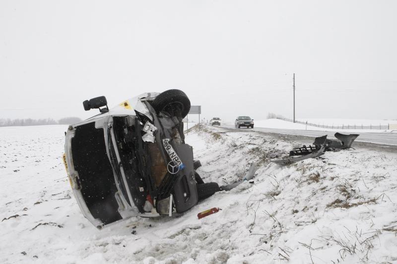 Kelyje Vilnius - Kaunas - avarija: nėščia moteris nuvežta į ligoninę