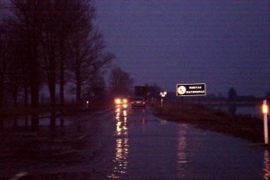 Pamatyti potvynį smalsuoliai skuba ir naktį (papildyta)