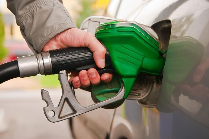 Kada geriausia piltis degalus ir kokį kiekį?