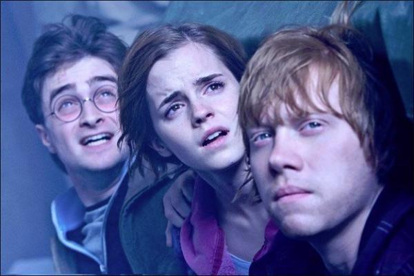Rašytoja J.K.Rowling rašo Hario Poterio enciklopediją