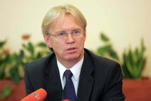 Ministras gąsdina, kad atstačius pensijas teks didinti įmokas į
