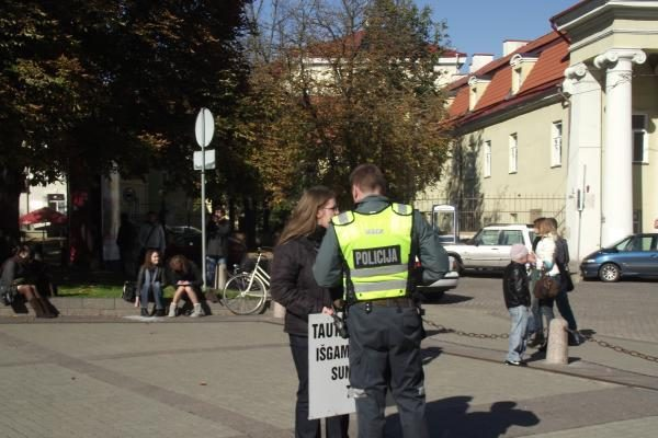 Grupelė baltarusių protestavo prieš tariamą D.Grybauskaitės paramą A.Lukašenkai