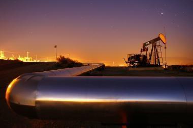 Naftos žaliava toliau pinga