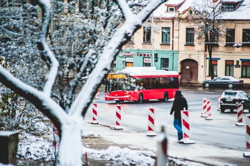 Kelininkai: sninga visoje šalyje, keliuose yra slidžių ruožų