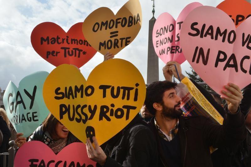 Gėjų teisių aktyvistai surengė protestą per popiežiaus maldą