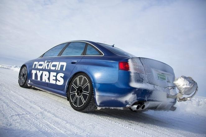 Rekordinis serijinio automobilio greitis ant ledo