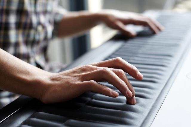 Išskirtiniu dizainu ir galimybėmis stebinantis muzikos instrumentas