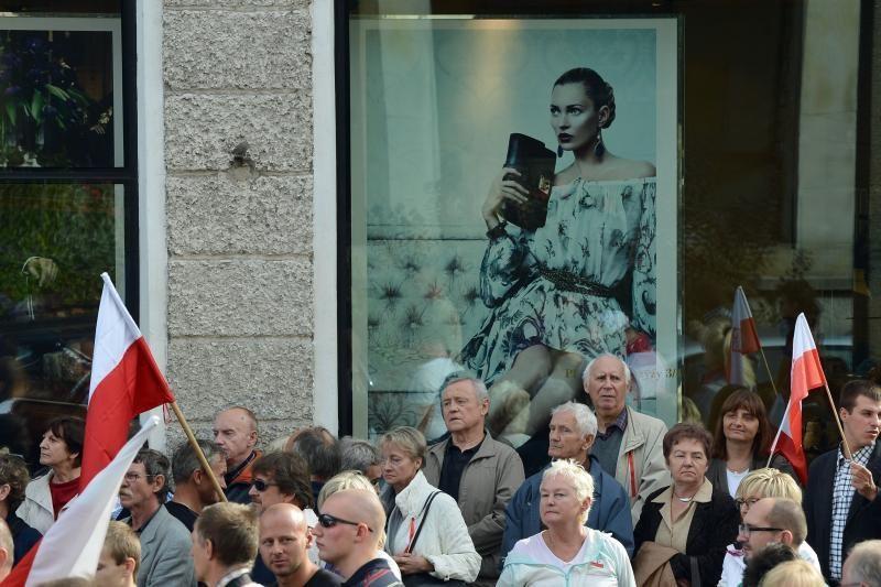 Lenkai pakilo į kovą prieš vėlinamą pensijinį amžių