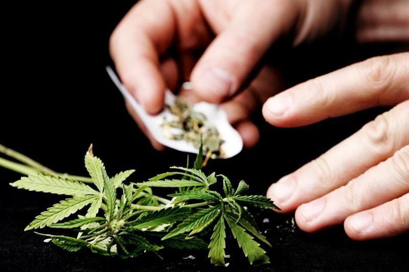 Narkotikus platinęs nepilnametis įpareigotas mokytis ir pamiršti barus