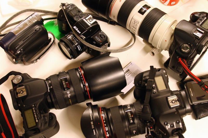 """""""Canon"""" nori įsitvirtinti tarp muilinių ir veidrodinių fotoaparatų"""