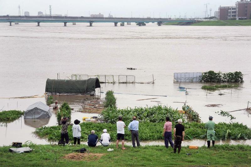 Japonijoje dėl liūčių 400 tūkst. gyventojų liepta evakuotis