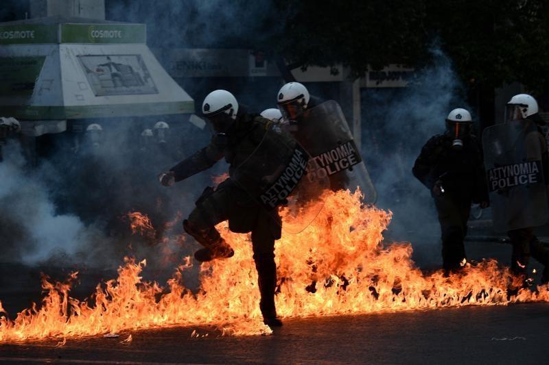 Graikai pradėjo dviejų dienų protestą prieš naujas taupymo priemones