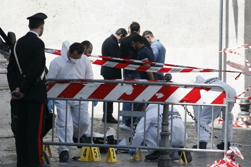 Prisiekiant Italijos ministrams buvo nušauti du policininkai