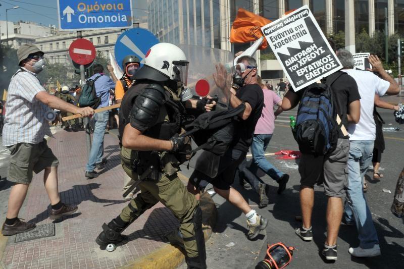 Atėnuose per demonstraciją mirė 65-erių metų vyras