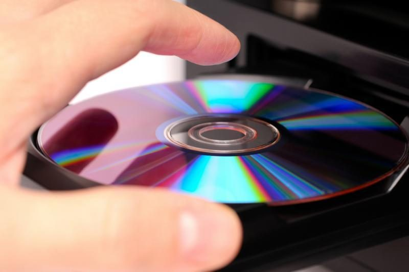Visi optiniai diskai brangs iki 50 proc.