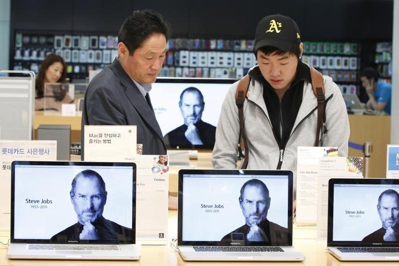 """Apple"" mokės dividendus, supirks akcijas"
