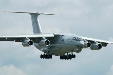 Lėktuvas įsirėžė į šiukšles