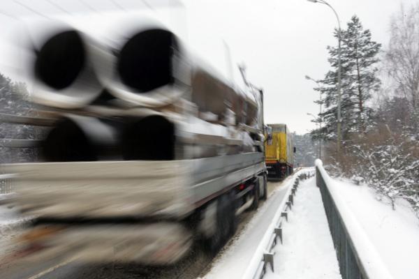 Kelyje Vilnius-Kaunas automobiliui užtvėrus kelią sutriko eismas