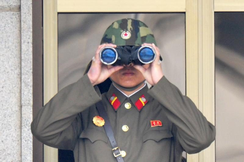 Apdovanojimas už drąsą - Šiaurės Korėjos lyderio saugumo spraga?