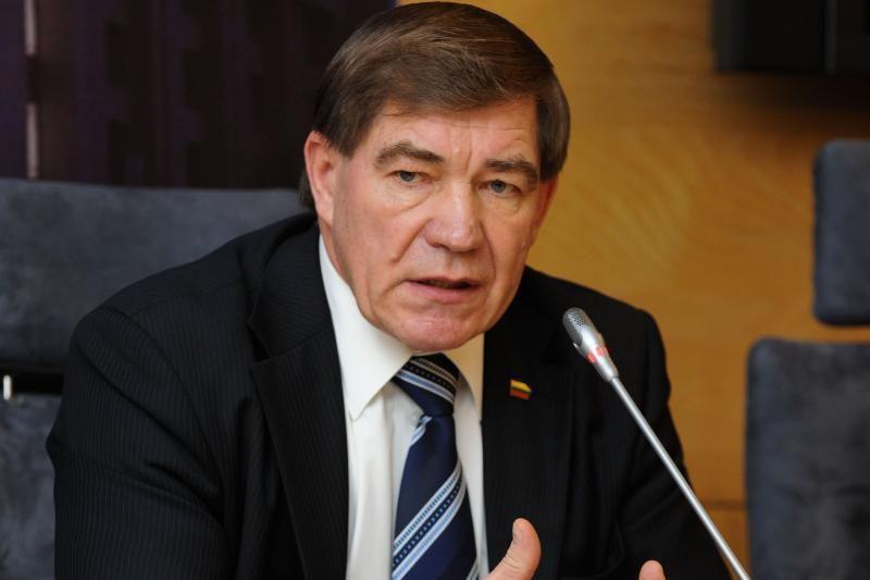 Į parlamentą nebepatekęs P.Luomanas išsipirko Seimo nuomotą automobilį