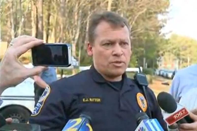 JAV nušautas 4 ugniagesius įkaitais paėmęs užpuolikas