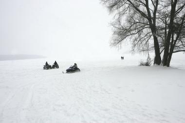 Ant marių ledo vaikščioti dar galima, bet jau neilgai