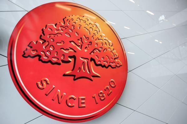 """Latvijoje žmonės masiškai ima pinigus iš """"Swedbank"""" bankomatų"""