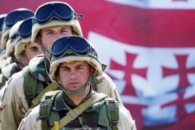 Gruzijos mokyklose įvedamas karinis patriotinis ugdymas