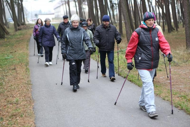 Šiaurietiškas pasivaikščiojimas pajūriu išjudino senolius