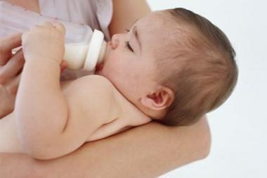 Mamos siūlo fiksuotą dalį motinystės išmokų mokėti iš valstybės biudžeto