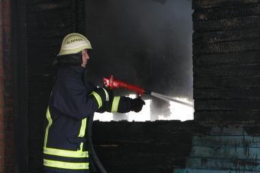 Juodkrantėje sudegė sandėlis