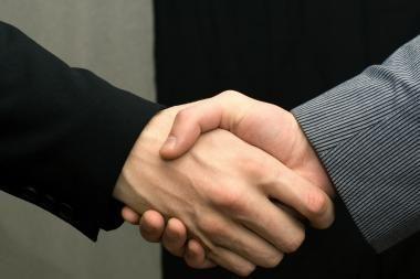 """""""Nokia"""" ir """"Microsoft"""" sutarė dėl bendradarbiavimo"""
